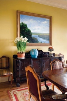 In the dining room, a painting of a nearby body of water by David Peikon titled Mecox.